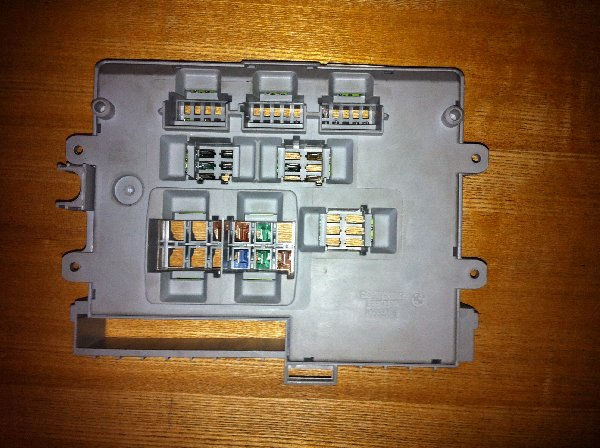 picture bmw 320d se e90 footwell fusebox
